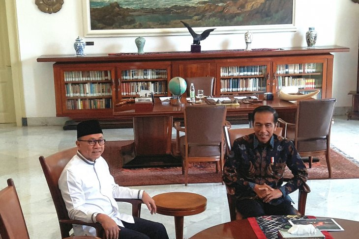 President Jokowi holds meeting with MPR chairman