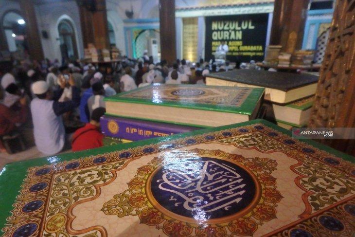 Umat Islam peringati Nuzulul Quran di Masjid Ampel