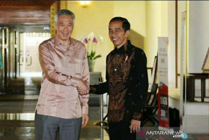 Singapore's Prime Minister congratulates Jokowi on winning election