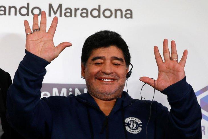 Maradona tawarkan diri latih Manchester United!