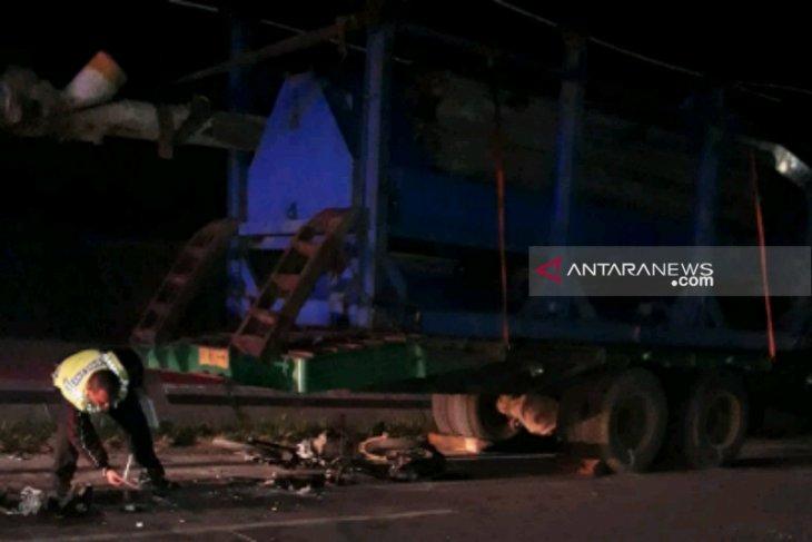 Tabrak truk parkir, dua pengemudi sepeda motor tewas di Tarutung