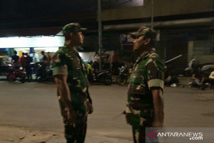 TNI membantu polisi tertibkan massa sekitar Bawaslu RI