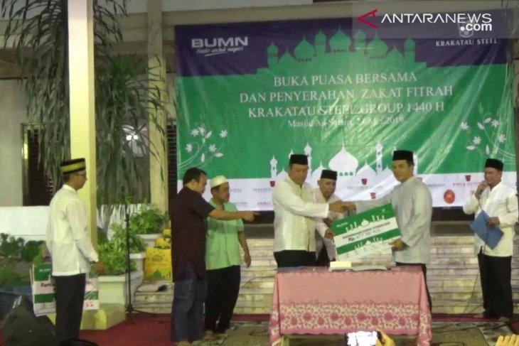 PT Krakatau Steel Group serahkan zakat fitrah karyawan