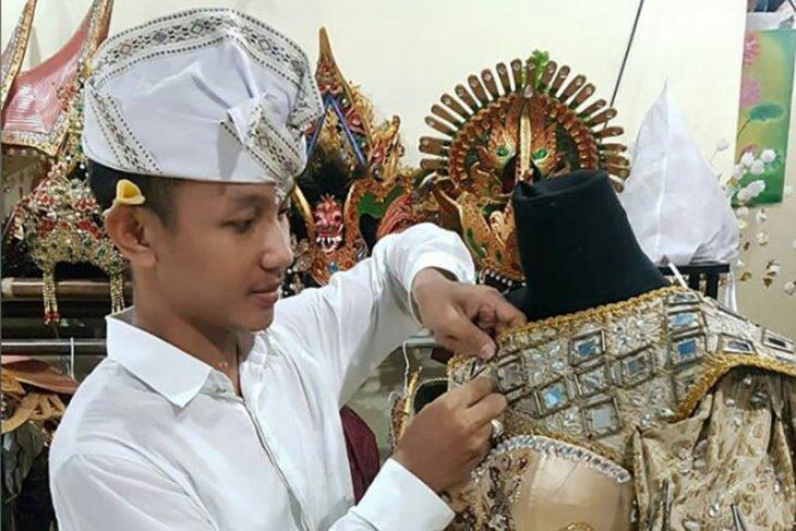 Inggi Kendran perkenalkan busana bermotif tradisi Hindu untuk dunia
