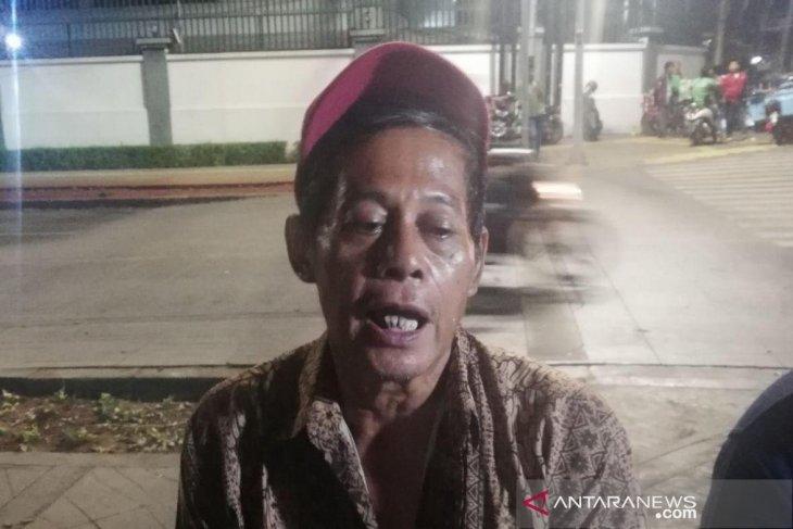 Korban penjarahan menangis bertemu Presiden