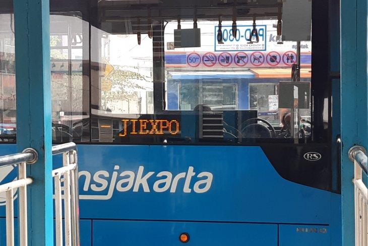 Demo, Transjakarta kembali alihkan rute akibat ditutupnya area sekitar DPR