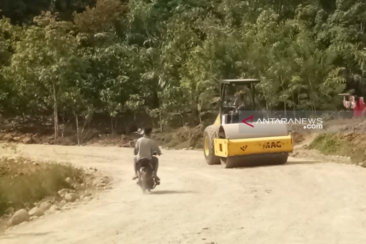 Jelang arus mudik, pengendara keluhkan kerusakan jalan Manna-Pagar Alam