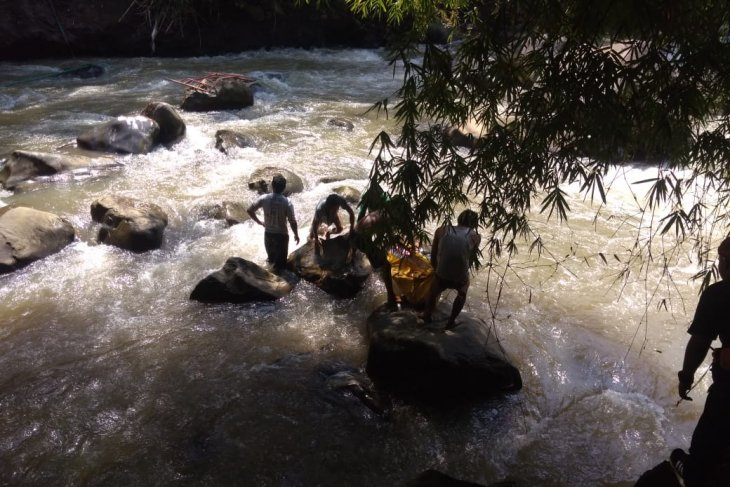 Tim SAR masih cari buruh bangunan diduga tenggelam di Sungai Cicatih