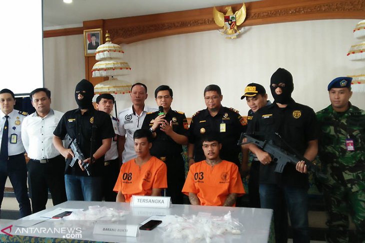 Bali customs, excise detain Thai nationals over crystal meth smuggling