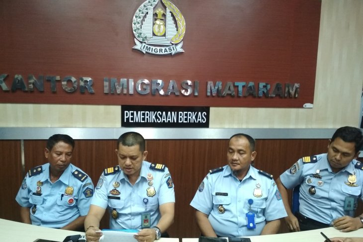 KPK segel  kantor imigrasi Mataram dan tangkap tiga pejabatnya
