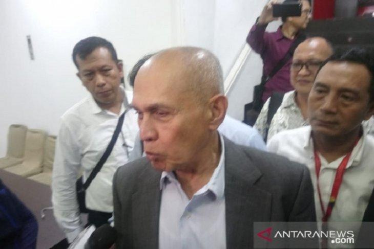 Kivlan Zen braces himself for detention by Bareskrim