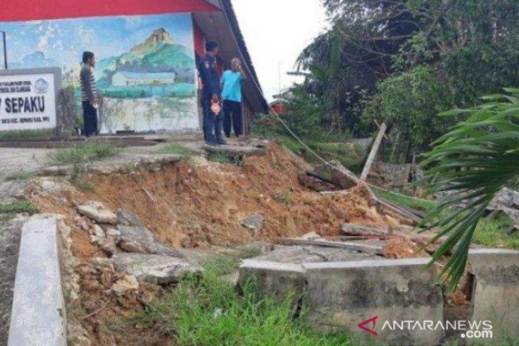 BPBD Penajam libatkan perusahaan tangani longsor Bukit Raya