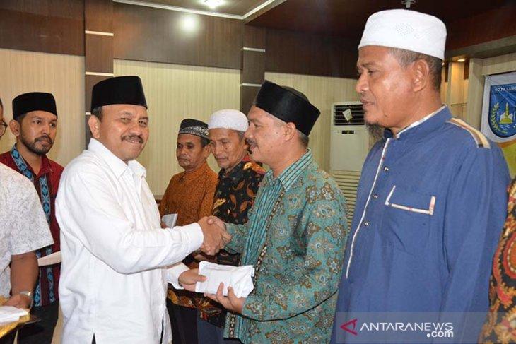 Pemko Langsa salurkan zakat 835 juta untuk fakir miskin