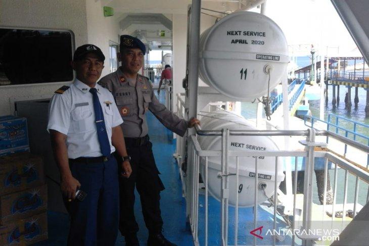 Satpolair Bangka Barat periksa alat keselamatan di Pelabuhan Tanjungkalian