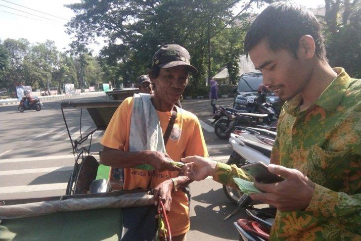 400 penarik becak dan ojek Rangkasbitung, Lebak terima zakat