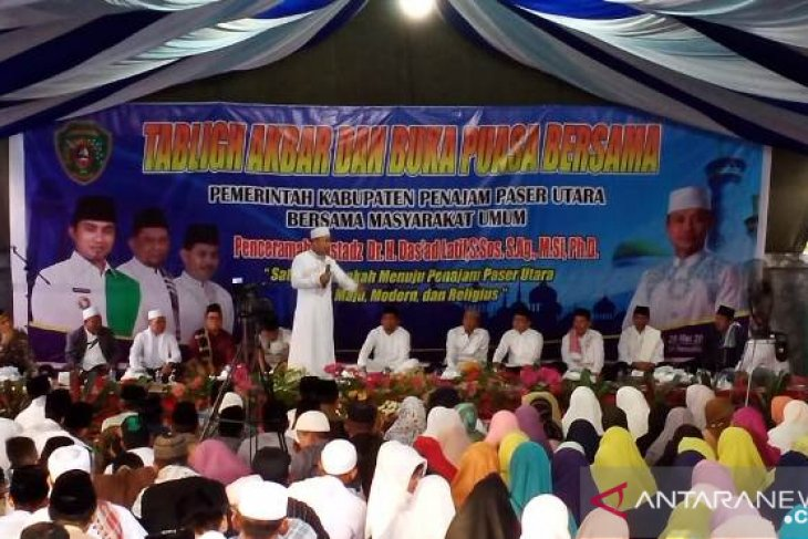 Wabup Penajam akhiri safari Ramadhan bersama dai Das'ad Latif