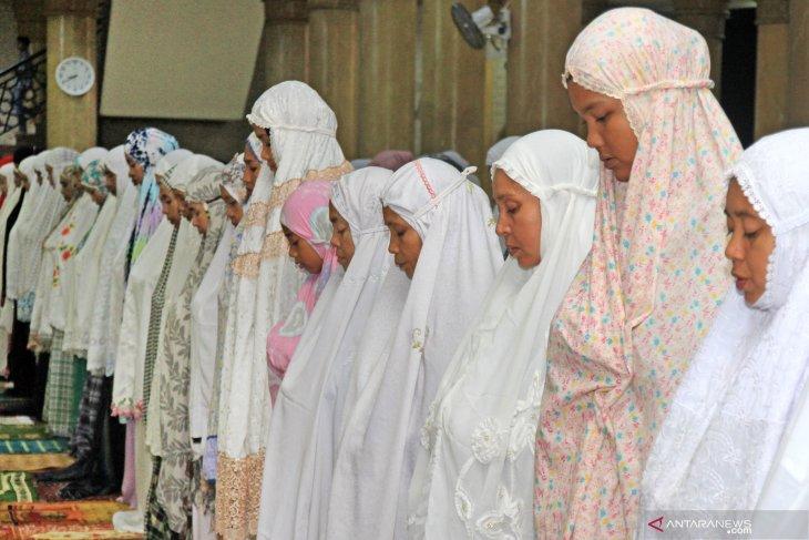 Pesantren di seluruh Indonesia diminta shalat gaib untuk Ani Yudhoyono