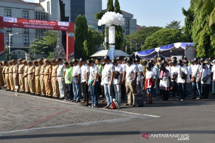 Homecoming travelers partake in Pancasila Day ceremony in Semarang