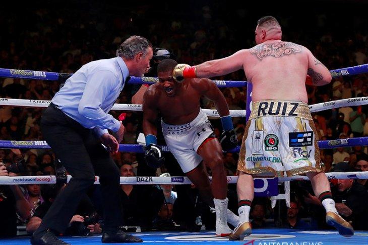 Ruiz juara dunia tinju kelas berat