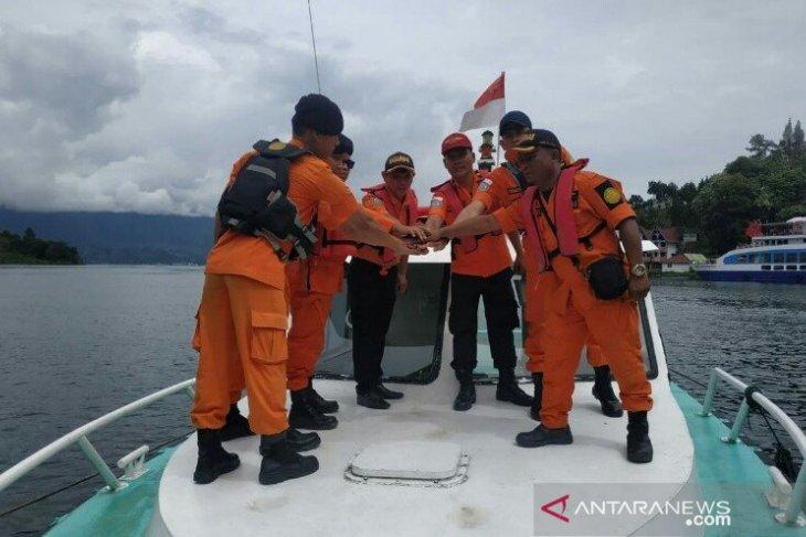 SAR Medan perintahkan pencarian korban tenggelam di Danau Toba