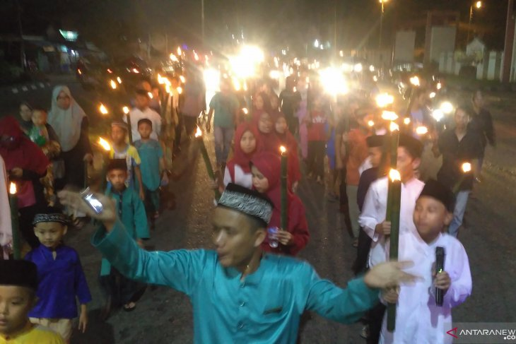 Pawai obor semarakkan malam Takbiran di Jambi