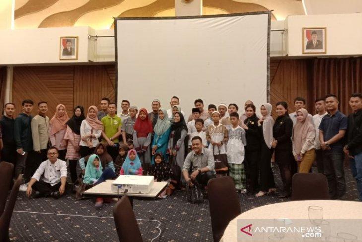 Hotel Santika Bangka gelar buka puasa bersama anak yatim piatu