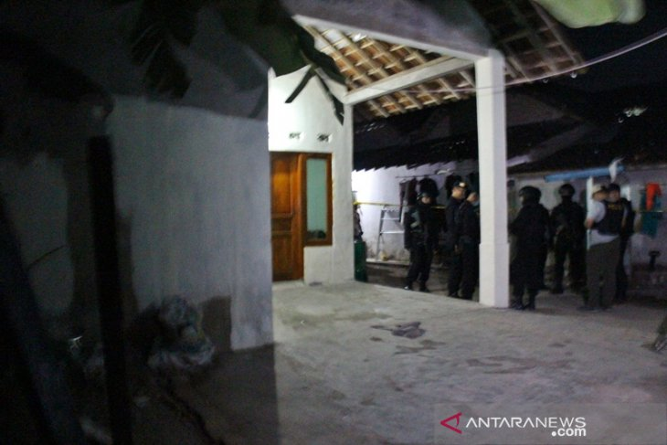 Anti-terror squad conducts search of suicide bomber's house