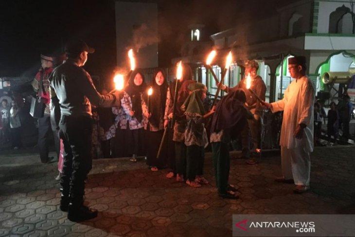 Warga Ranggung ikuti lomba pawai obor sambut hari Raya Idul Fitri