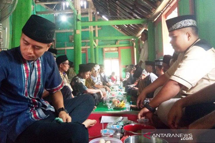 Ziarah rumah gadang tradisi Idul Fitri di Dharmasraya