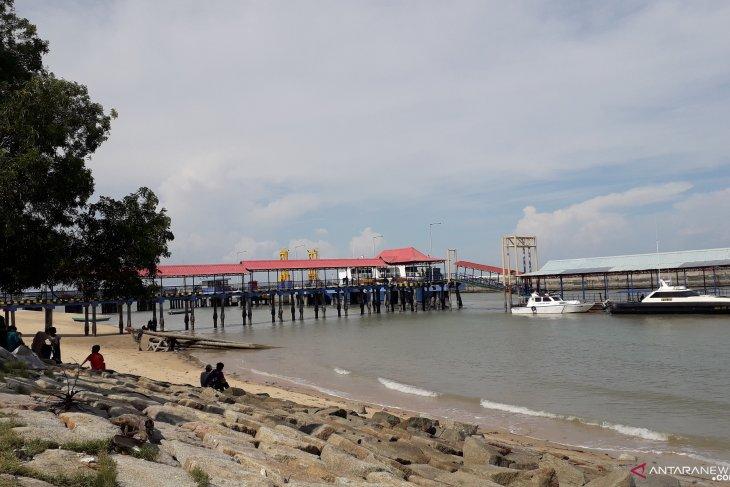 Aktivitas Pelabuhan Tanjungkalian jadi alternatif hiburan anak-anak