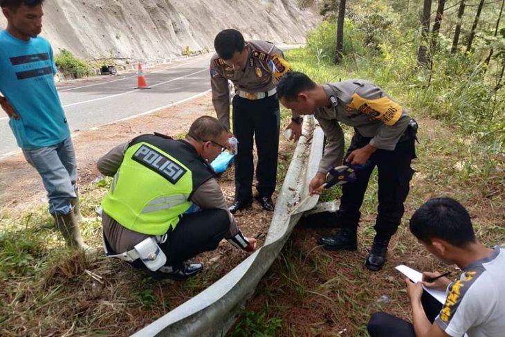Mobil masuk jurang, satu penumpang meninggal dunia  dan enam luka-luka