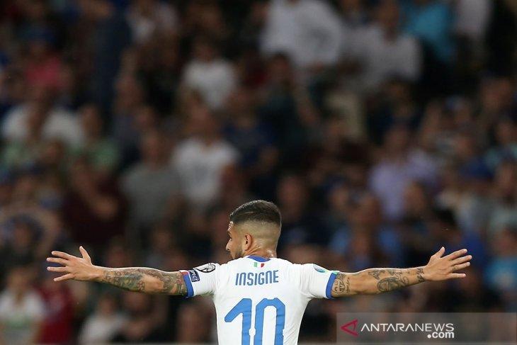 Italia pecundangi Yunani 3-0
