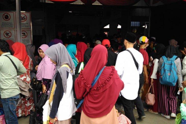 Puncak arus balik di stasiun Rangkasbitung 35.000 penumpang