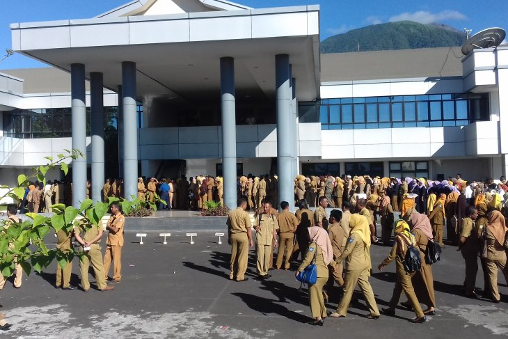 Pemprov Malut berikan sanksi ASN tidak masuk kantor