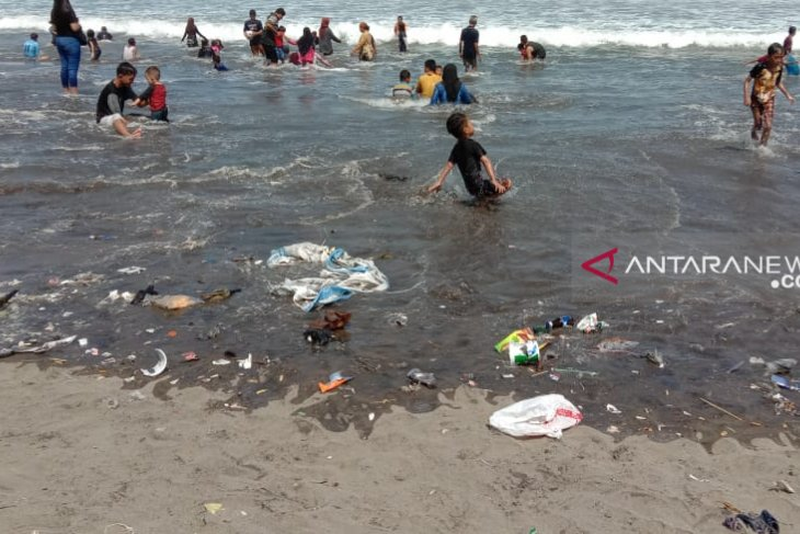 ProBumi prihatin ulah wisatawan tidak jaga kebersihan Pantai Sukabumi