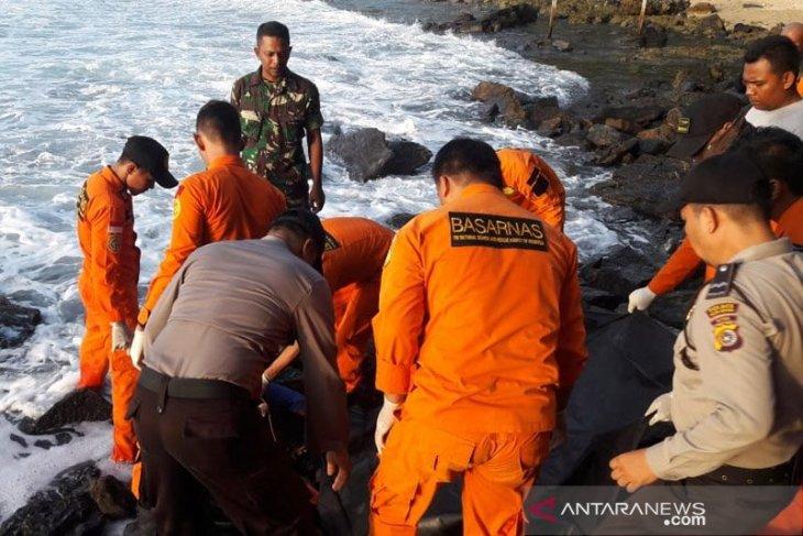 Seorang pemuda meninggal setelah sempat menolong korban tenggelam di pantai