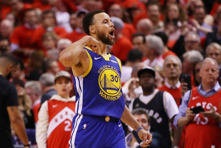 Tundukkan Raptors, Warriors memperpanjang nafas di final NBA