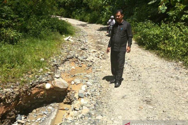 Jalan lintas Aceh Barat-Pidie terancam putus total