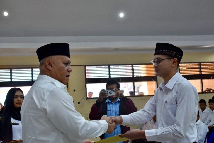 Bupati Aceh Tengah serahkan 242 SK  CPNS