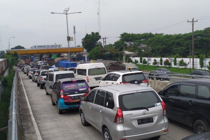 Jumlah kendaraan lewat Tol Amplas naik 10 persen selama Lebaran 2019