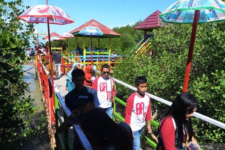 Wisata hutan mangrove Pamekasan