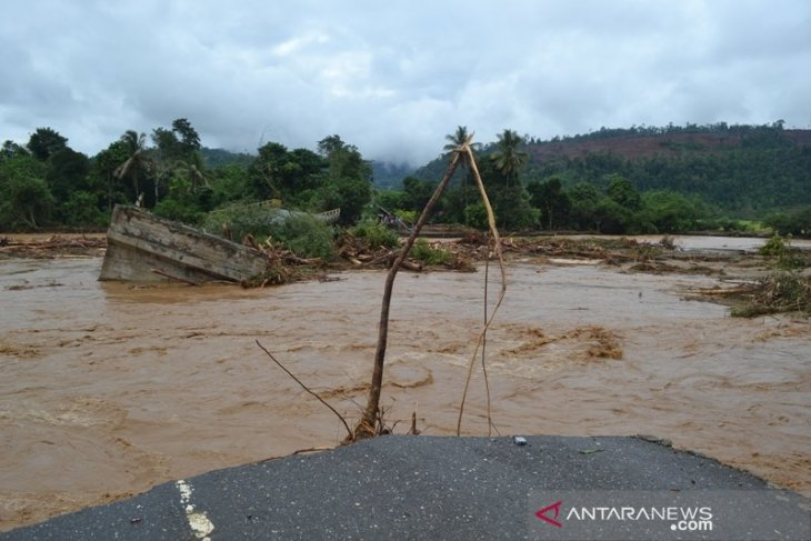 Fishing boats ply in inundated Morowali to transport people, goods
