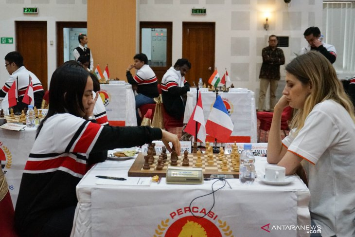 Medina of Indonesia beats Sokolov, Dutch chess grandmaster