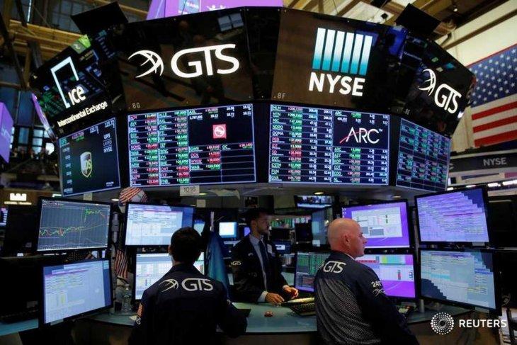 Wall Street menguat di tengah harapan perdagangan dan data ekonomi beragam