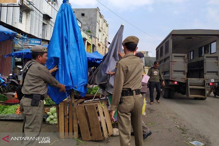 Bikin macet, Satpol PP tegur pedagang di Jalan Kedondong Panorama