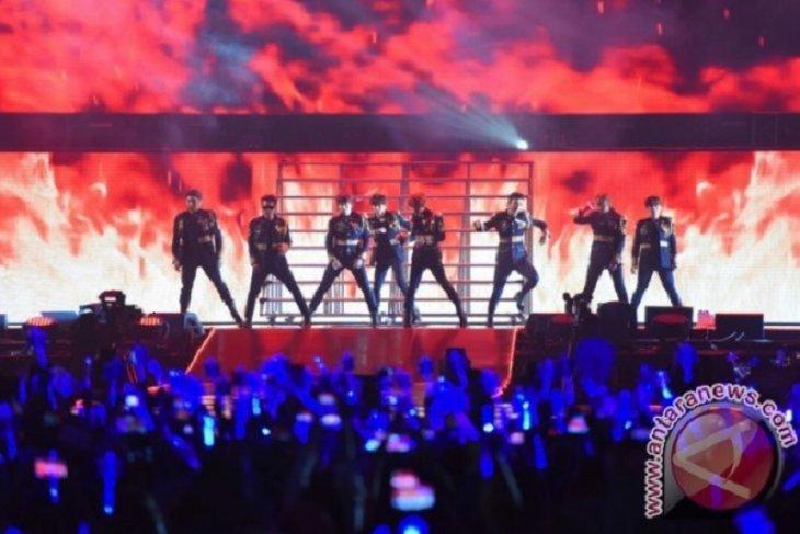 Super Junior buka konser dengan lagu