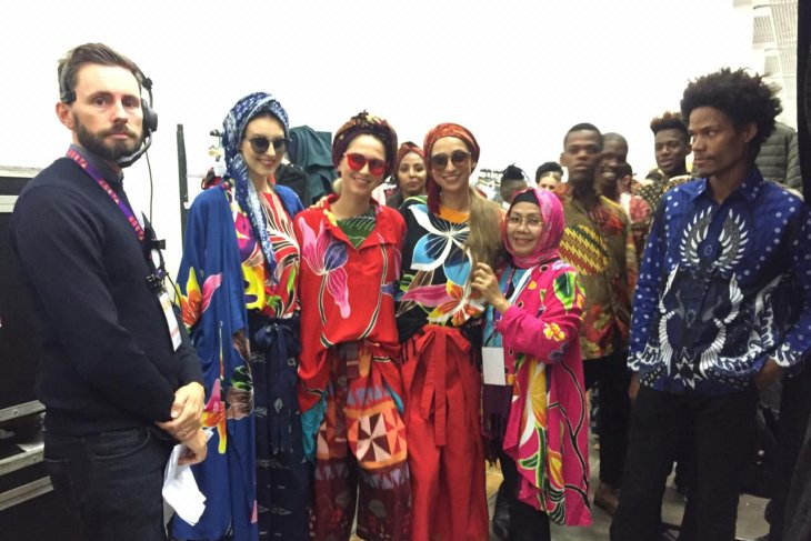 Indonesian batik clothing at ATF Trade Expo enthralls South Africans