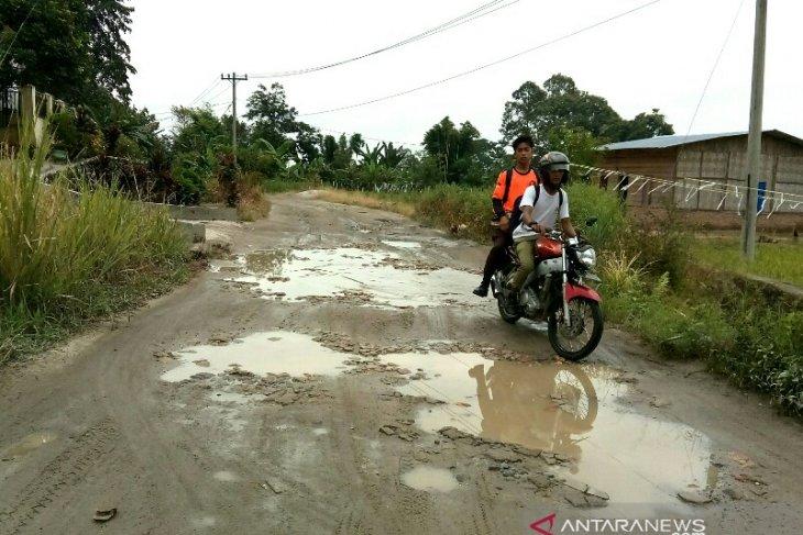Warga Desa tuntut perbaikan jalan Bah Birong Ulu