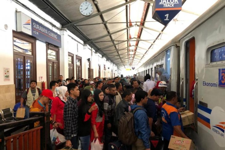 Lima KA terlambat tiba di Surabaya akibat gangguan listrik