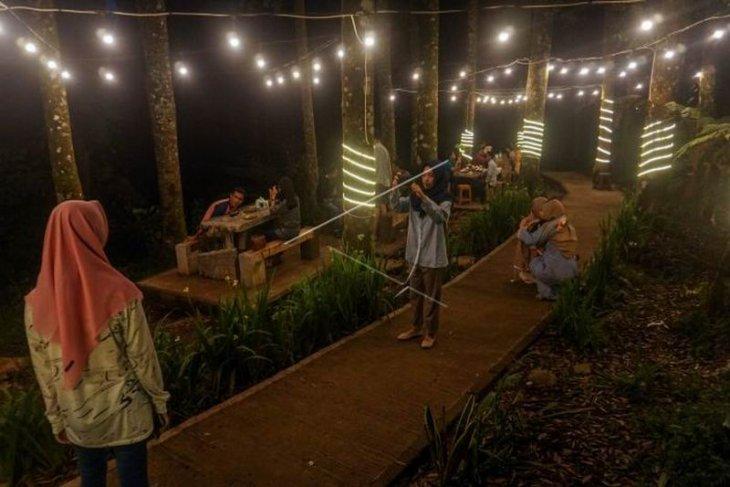 Kedai kopi di kawasan hutan lindung